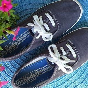 2/15 💕🐸 KEDS Navy Sneakers